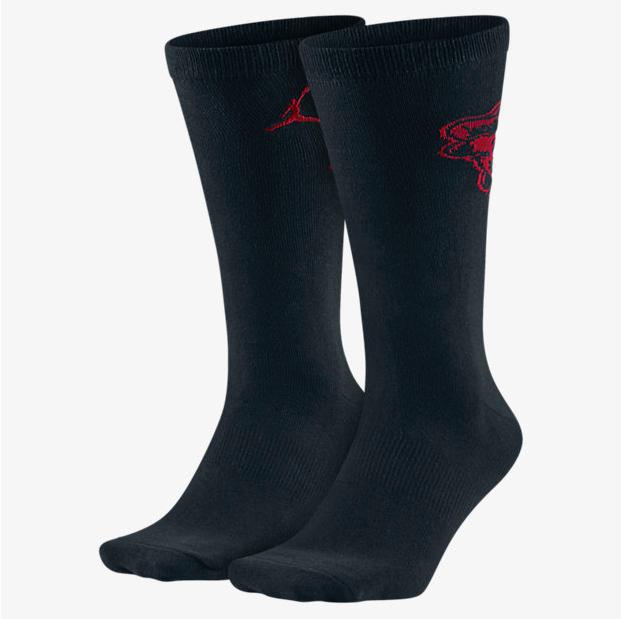 air-jordan-5-low-fire-red-black-socks-1