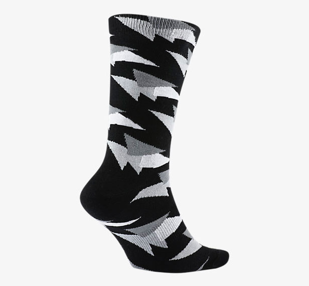 air-jordan-7-pure-money-socks-black-2