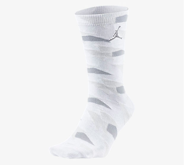 air-jordan-7-pure-money-socks-white-1