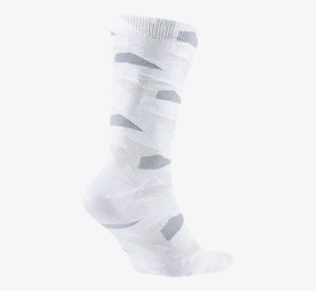 air-jordan-7-pure-money-socks-white-2