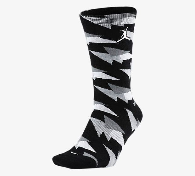 air-jordan-7-pure-money-socks-black-1