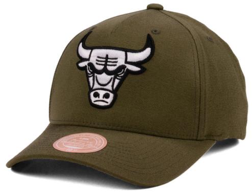 foamposites-legion-green-snapback-cap-bulls