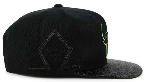 jordan-13-altitude-green-black-bulls-hat-match-2