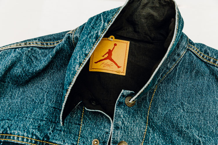 air-jordan-4-levis-trucker-jacket-1