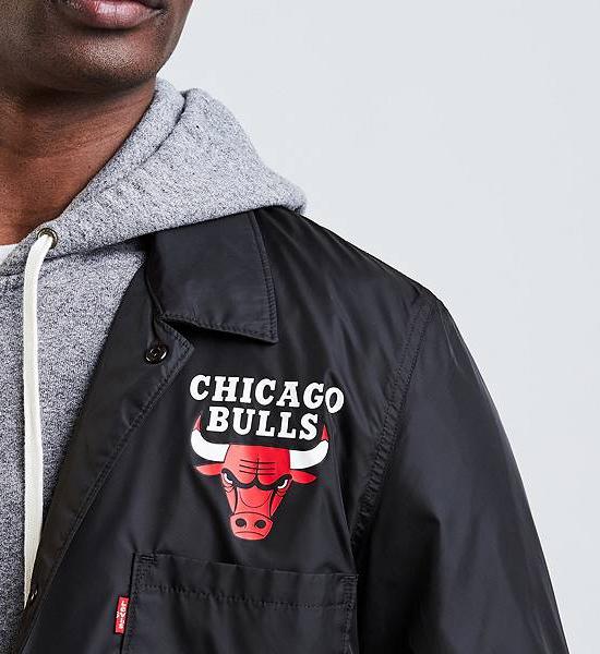 jordan-4-levis-bulls-black-jacket-3