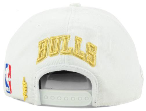 jordan-1-gold-toe-bulls-white-snapback-hat-3