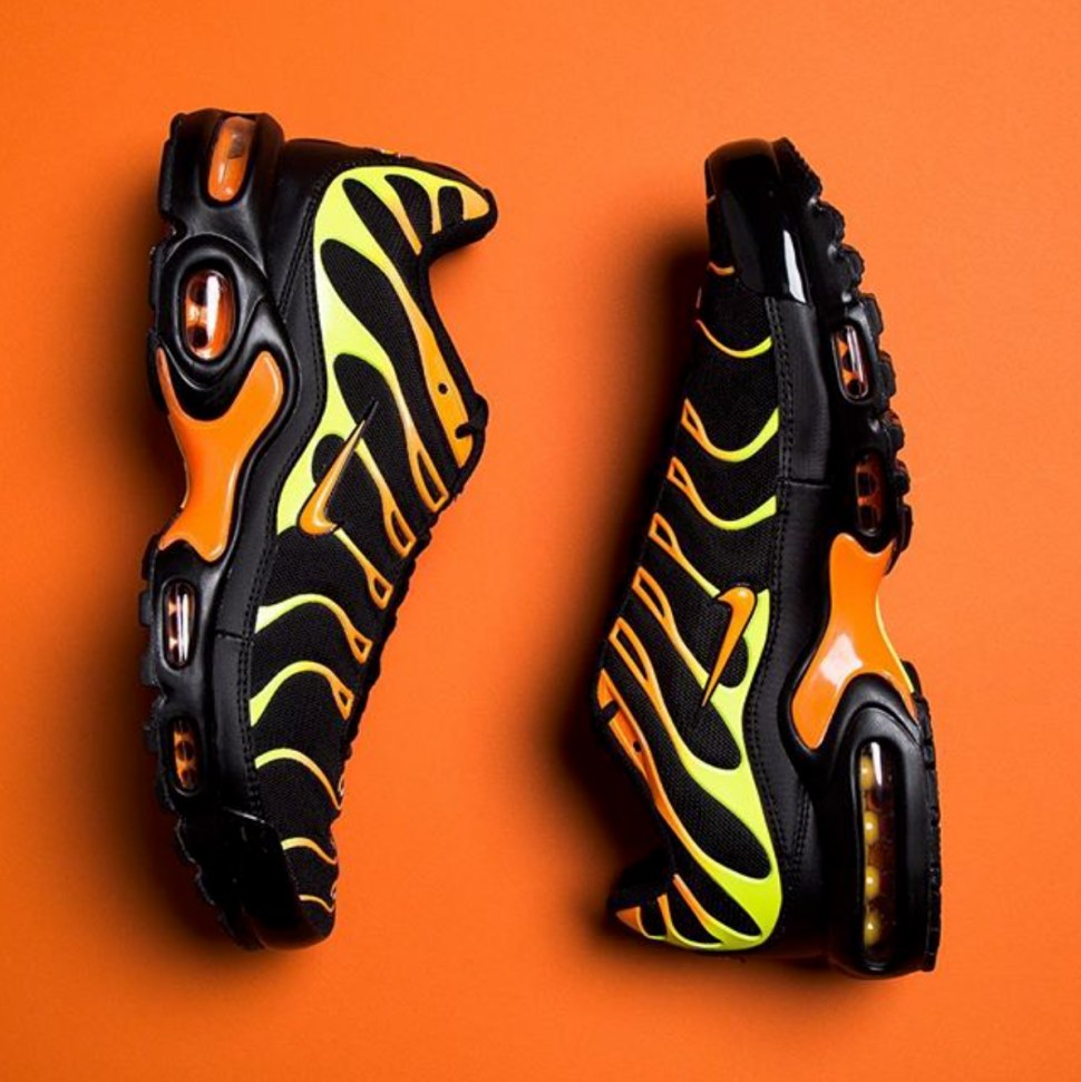 finest selection 61765 52b3e Nike Air Max Plus Black Orange Clothing Match | SneakerFits.com