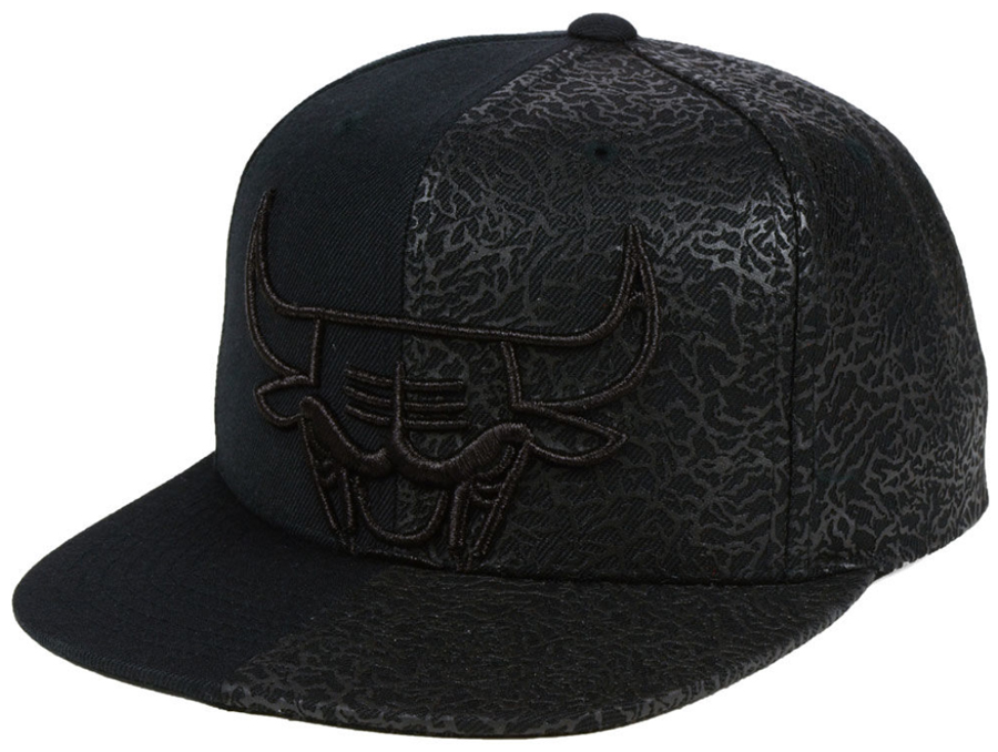 air-jordan-11-cap-and-gown-bulls-black-hat-1