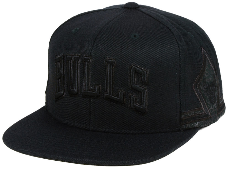 air-jordan-11-cap-and-gown-bulls-black-hat-2