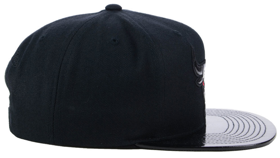jordan-11-cap-and-gown-bulls-hat-match-2