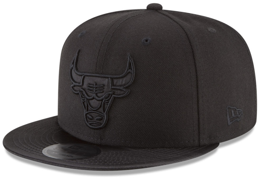 jordan-11-cap-and-gown-bulls-snapback-hat-match-1