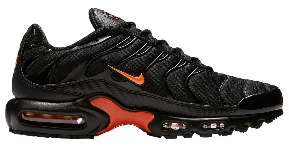 nike-air-max-plus-total-orange-black-mercurial-1
