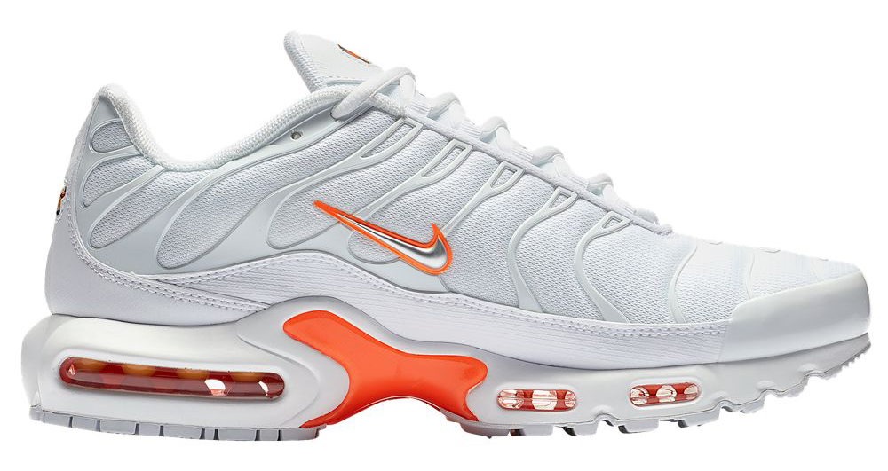 nike-air-max-plus-total-orange-white-mercurial-1