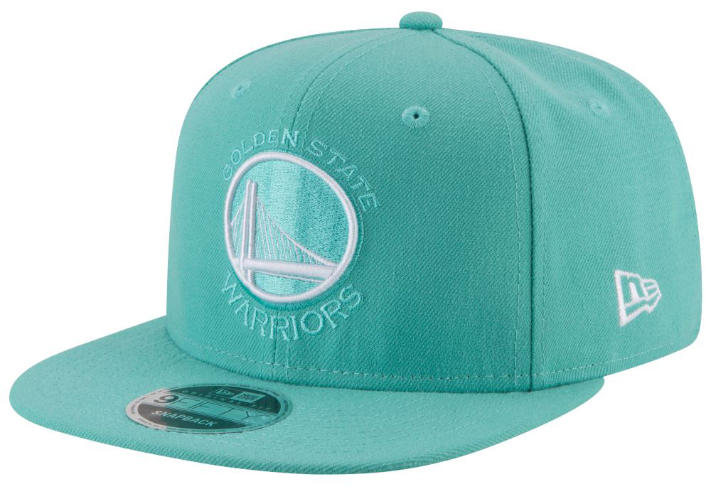 nike-air-more-money-wolf-grey-island-green-hat-match-4