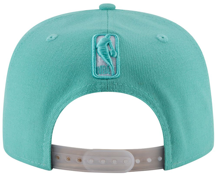 nike-air-more-money-wolf-grey-island-green-hat-match-5