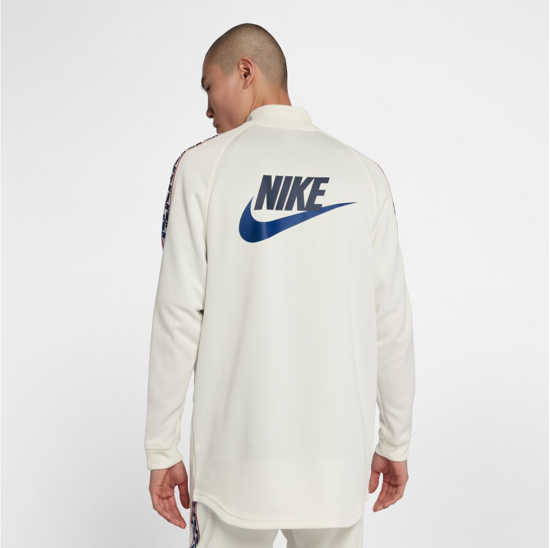 nike-alternate-galaxy-sneaker-jacket-match-2