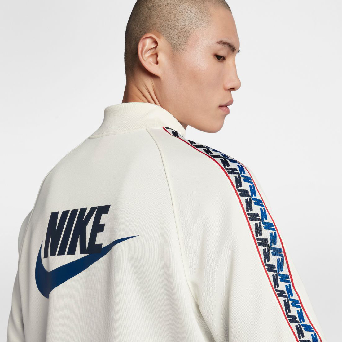 nike-alternate-galaxy-sneaker-jacket-match-4
