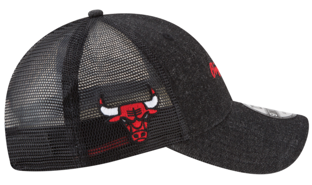 jordan-4-levis-black-bulls-hat-match-2