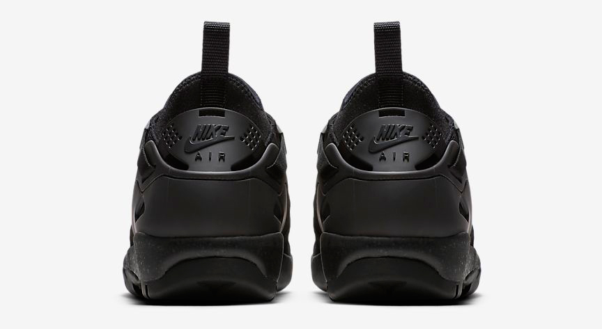 nike-acg-air-revaderchi-triple-black-4