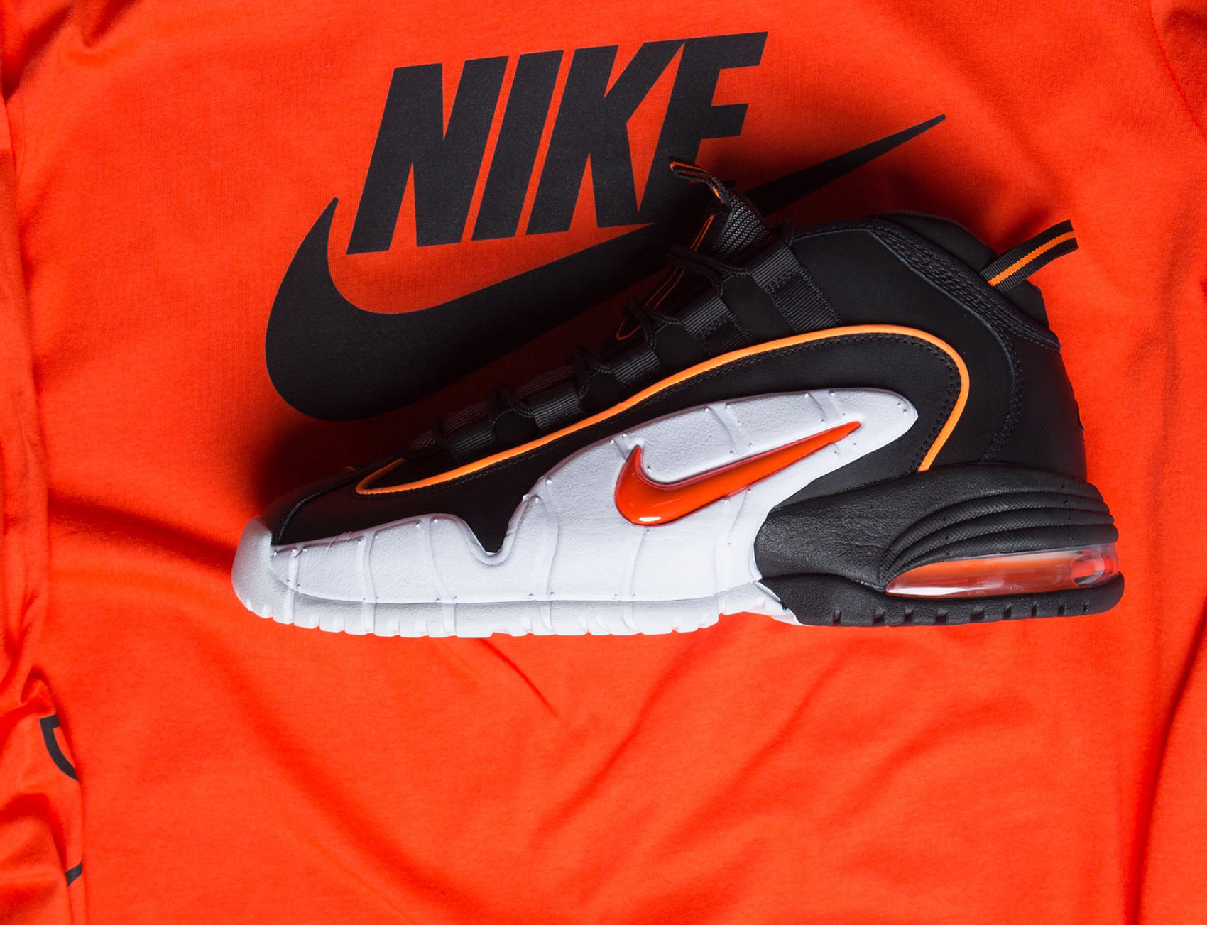 nike-air-max-penny-total-orange-shirt-match