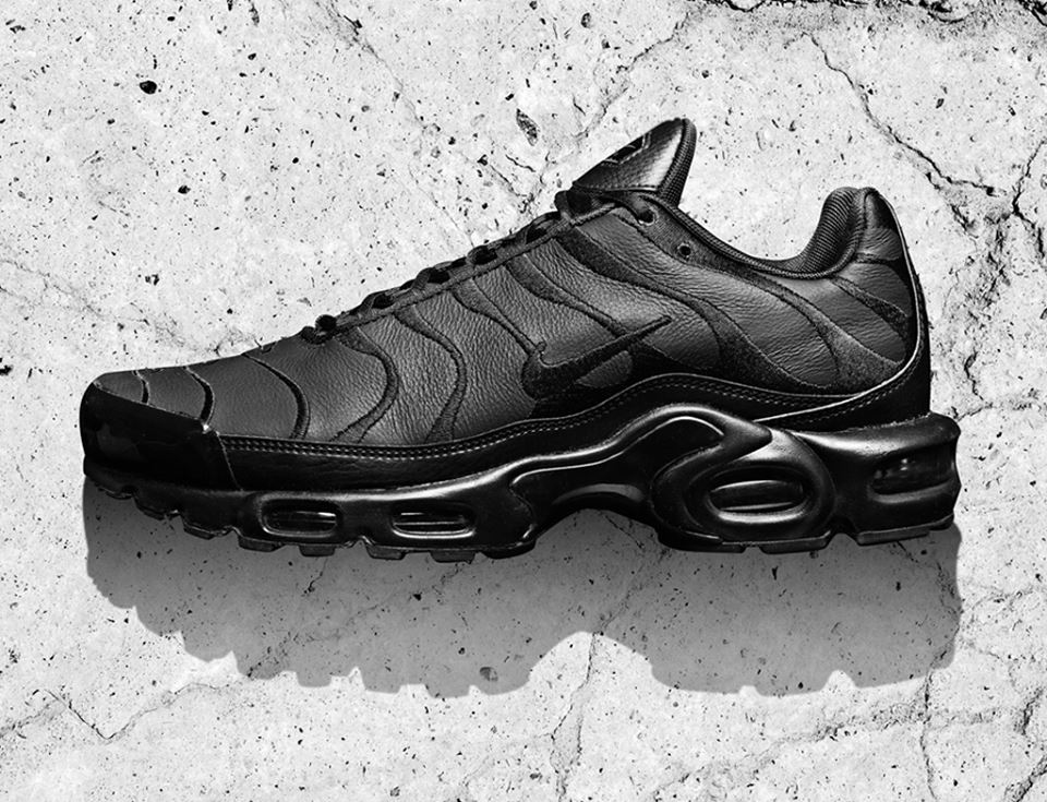 nike-air-max-plus-triple-black-leather