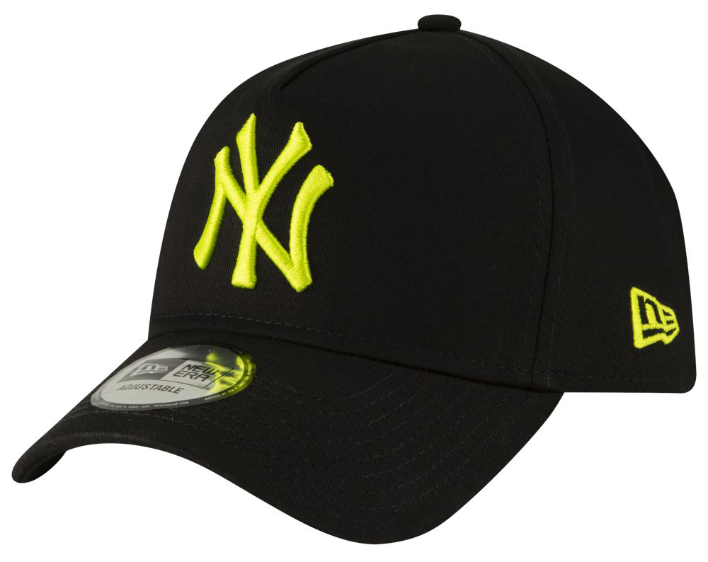 nike-air-max-plus-volt-hat-match-yankees