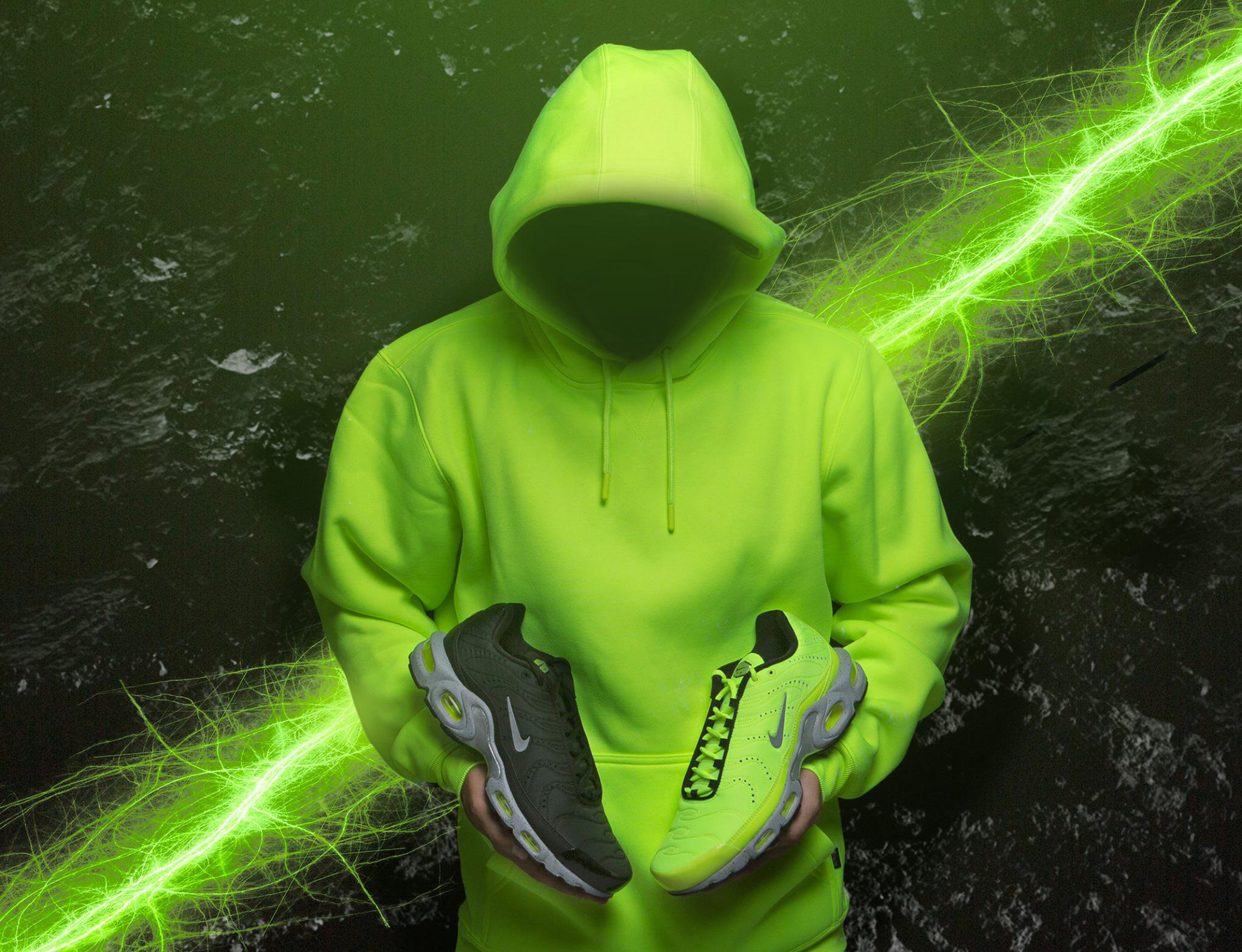 nike-air-max-plus-volt-pack-hoodie-match