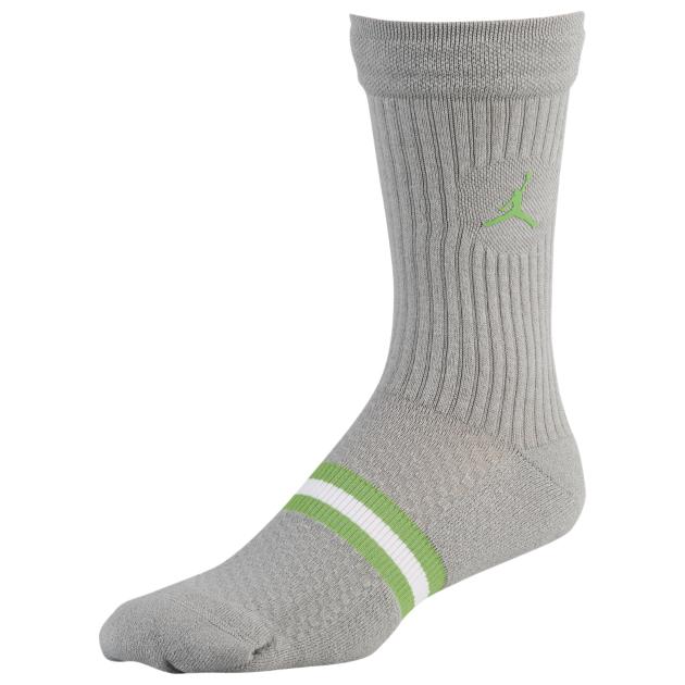 air-jordan-3-chlorophyll-tinker-socks