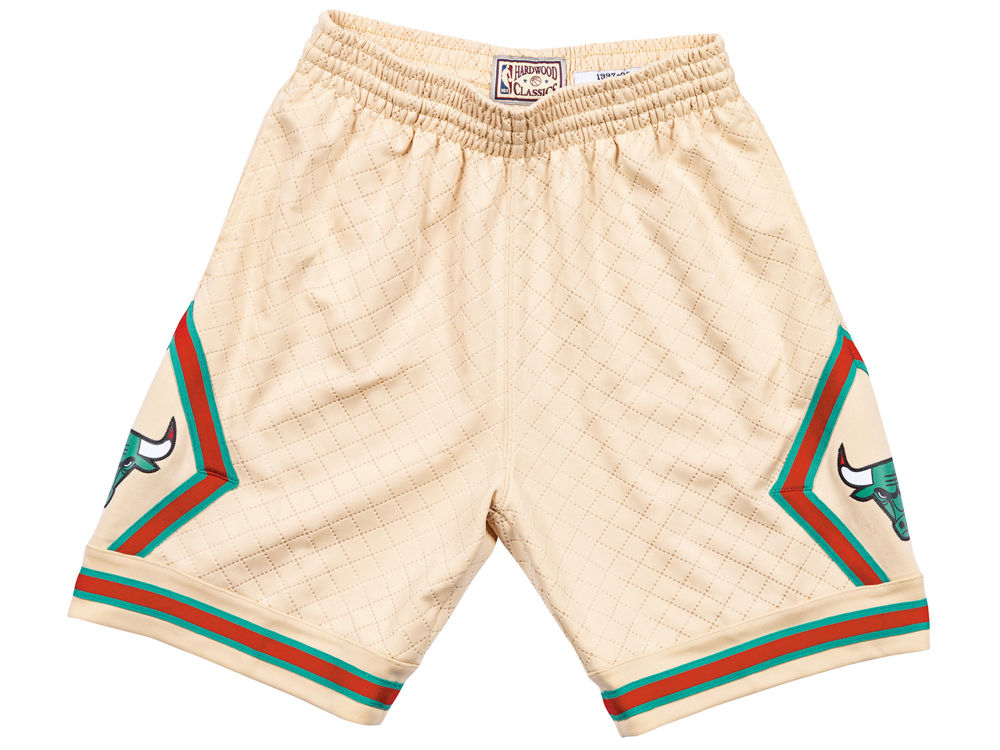 air-jordan-1-a-star-is-born-sports-illustrated-bulls-shorts-2