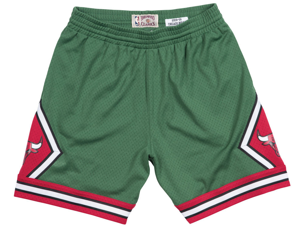 air-jordan-1-a-star-is-born-sports-illustrated-bulls-shorts-3