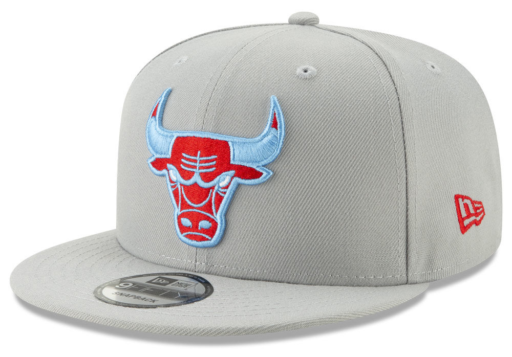 air-jordan-1-origin-story-spiderman-spider-verse-bulls-hat-2