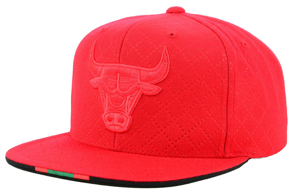 jordan-1-sports-illustrated-star-is-born-cap-bulls