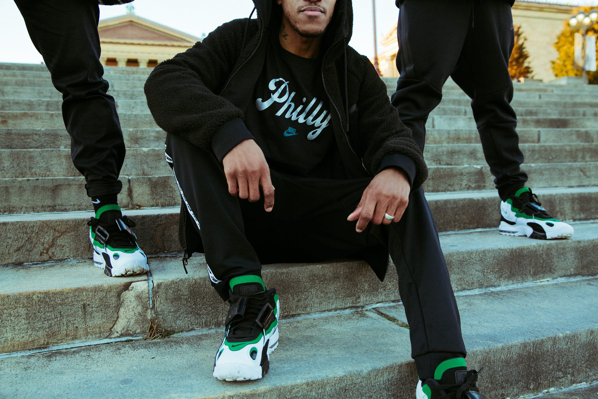 nike-air-max-speed-turf-philadelphia-shoes-shirt
