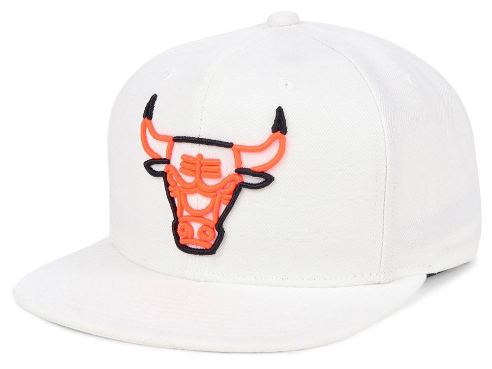 air-jordan-4-hot-lava-bulls-hat