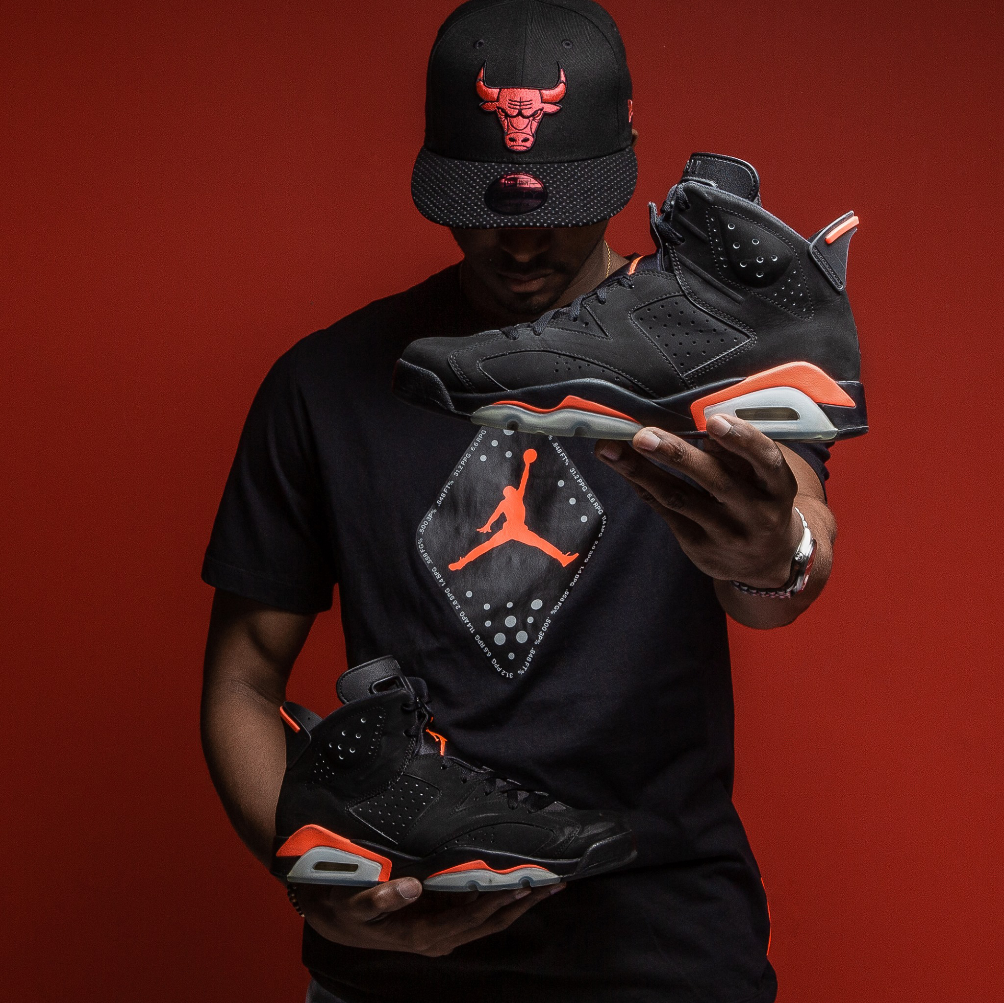 "98f97f6ce914 Air Jordan 6 ""Black Infrared"" x Jordan Retro 6 T-Shirt x New Era Chicago  Bulls Infrared Hook Hat"