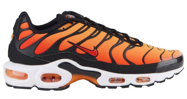 sale retailer 4094c 2c006 Nike Tuned Air Max Plus Clothing | SneakerFits.com