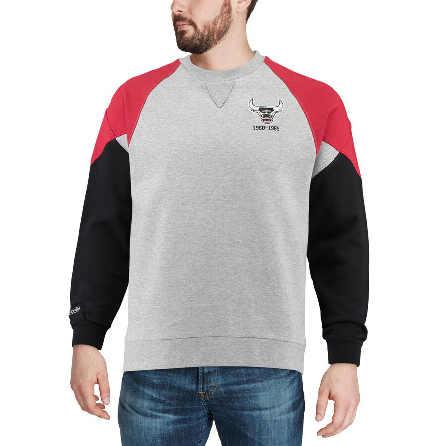 jordan-4-bred-bulls-sweatshirt-match-3