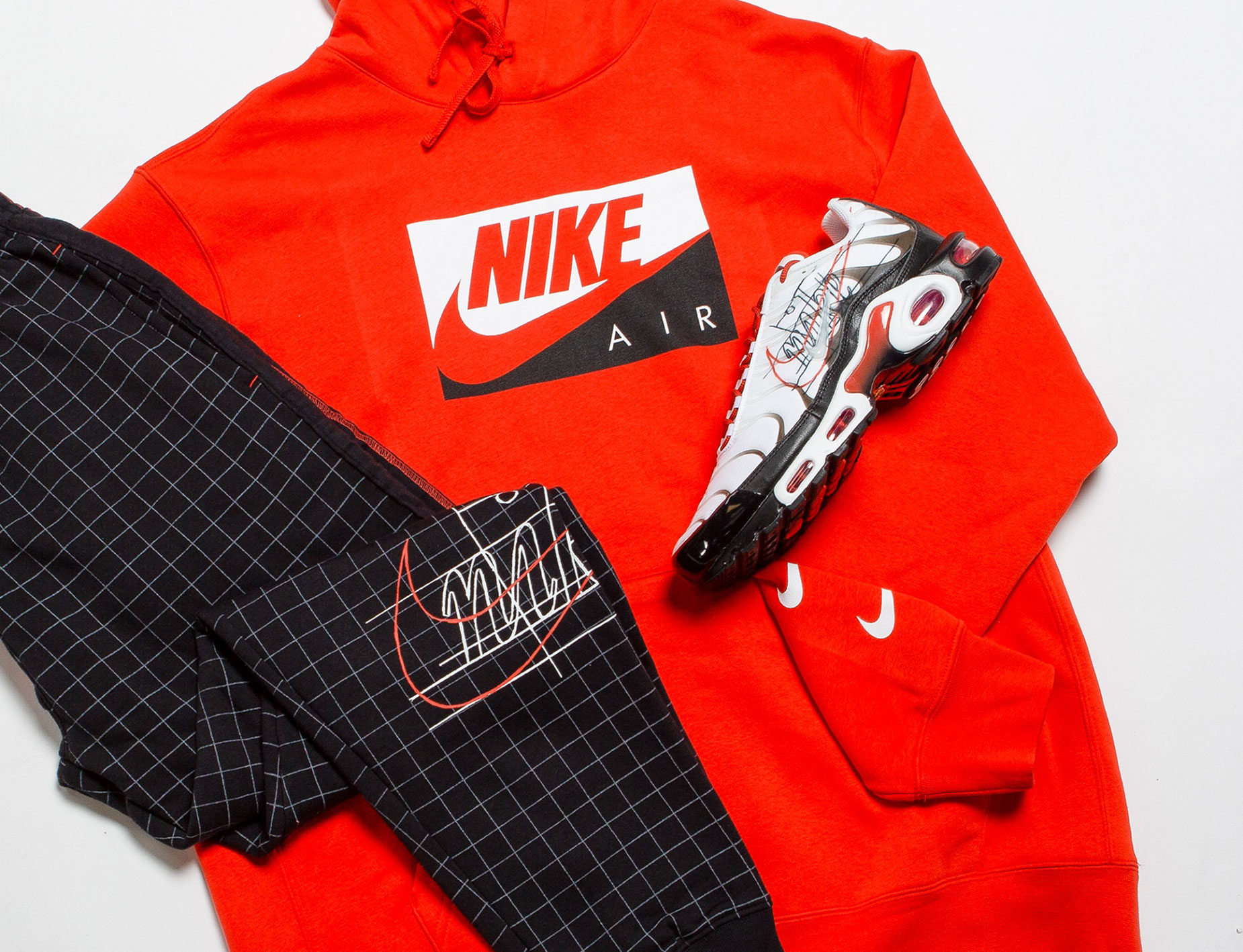 nike-air-max-plus-script-swoosh-hoodie-jogger-pants-match