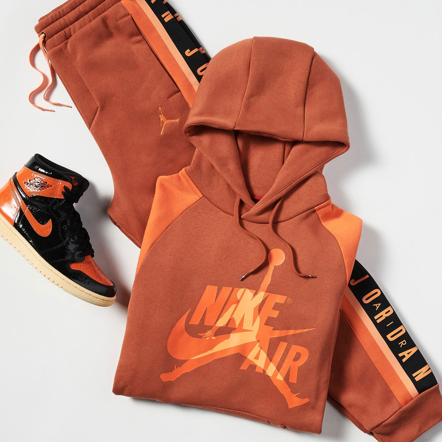 air-jordan-1-shattered-backboard-3-apparel-jimmy-jazz-1