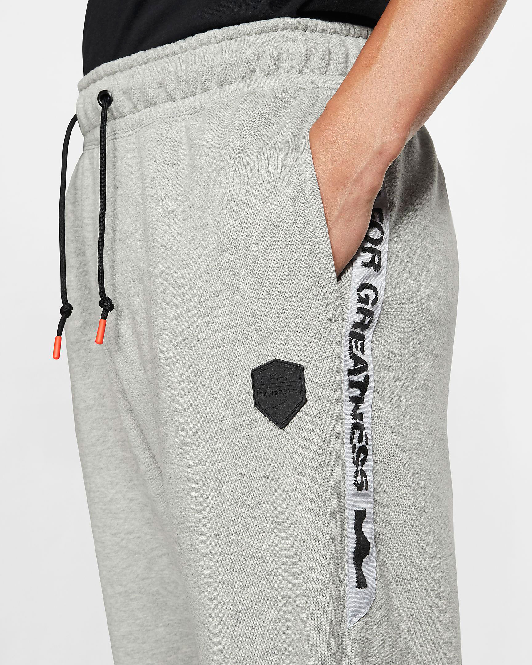 nike-lebron-17-black-white-pants-match-2