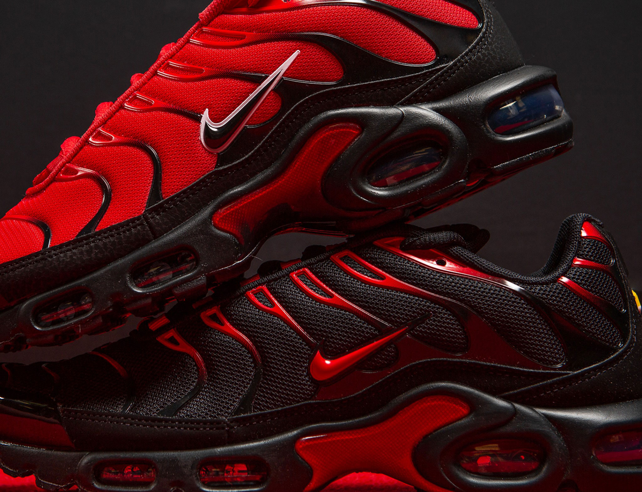 nike-air-max-plus-naughty-or-nice-black-red