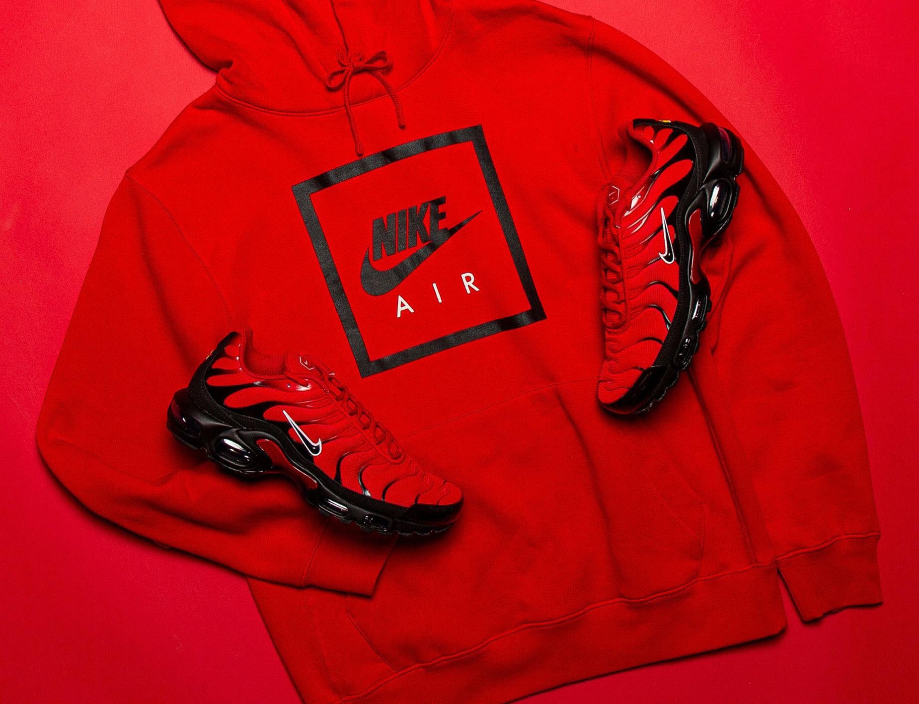 nike-air-max-plus-naughty-or-nice-hoodie