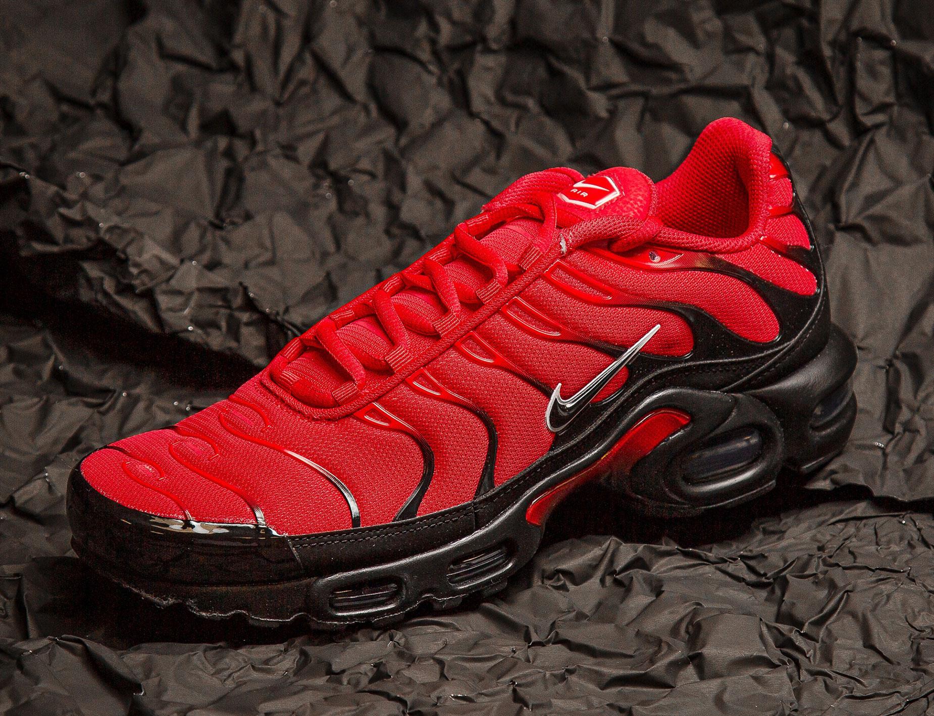 nike-air-max-plus-university-red-black