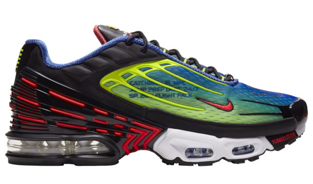 nike-air-max-plus-3-catching-air