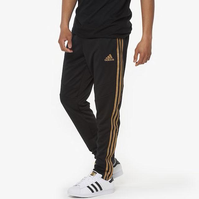 yeezy-boost-350-v2-cinder-jogger-match-black-gold-2
