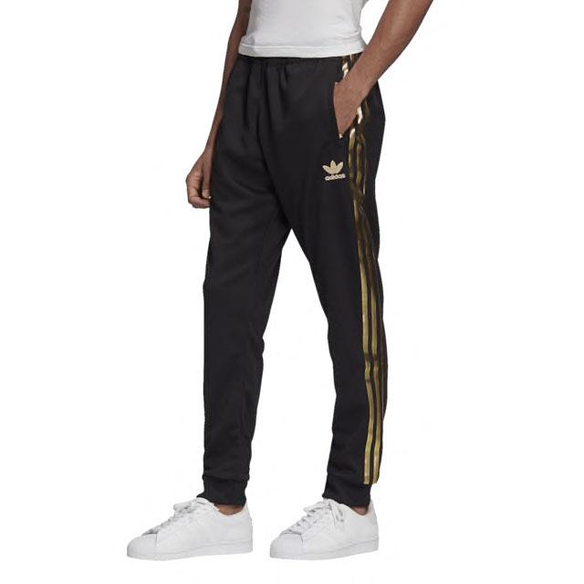 yeezy-boost-350-v2-cinder-pants-match-black-gold-2