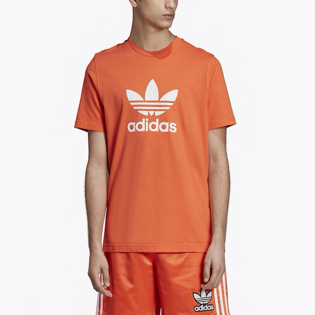 yeezy-boost-350-v2-desert-sage-adidas-orange-shirt-match-1