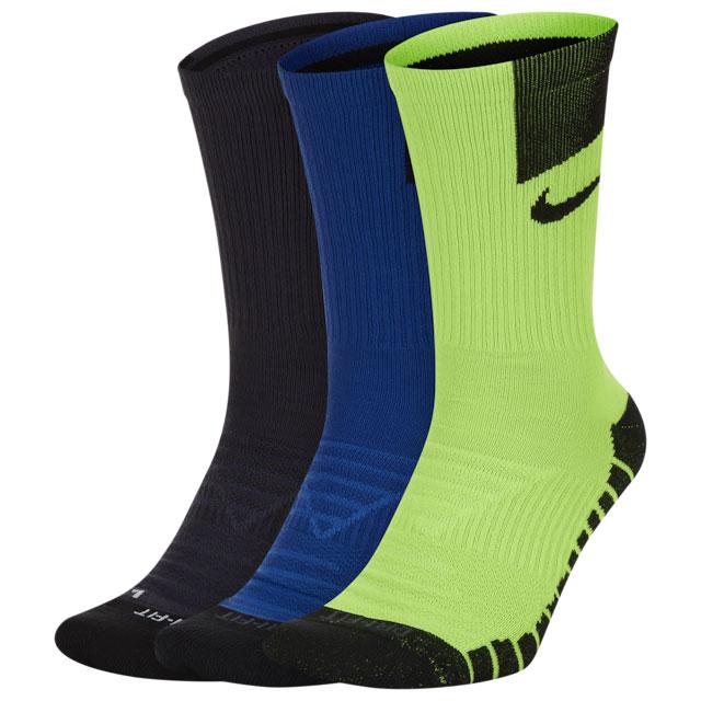 nike-air-max-2090-volt-valerian-blue-socks