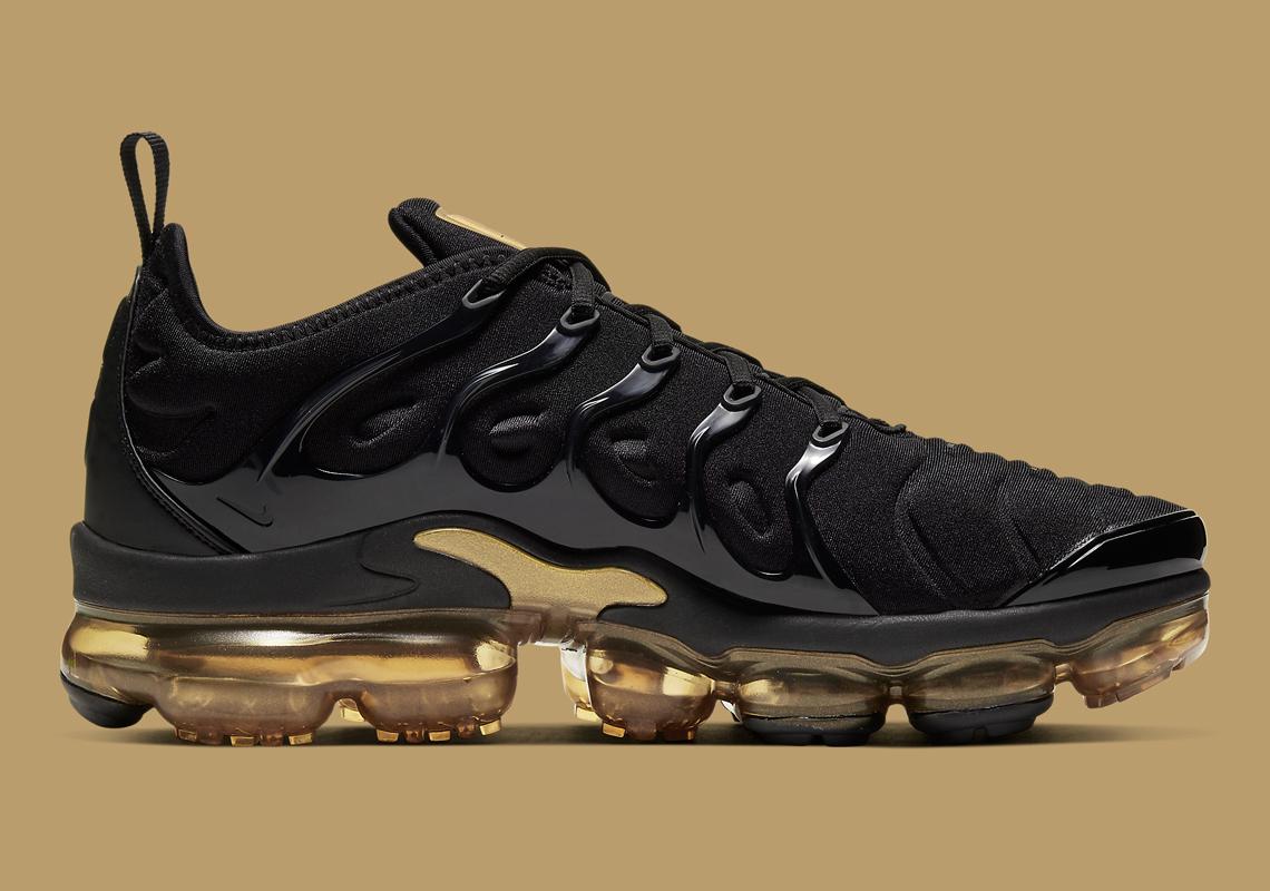 Nike-VaporMax-Plus-CW7299-001-2