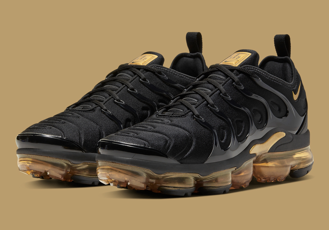 Nike-VaporMax-Plus-CW7299-001-3